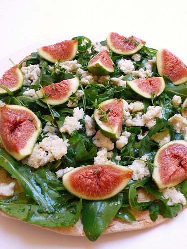 Pizza with rocket, figs, and almond-thyme 'cheese'