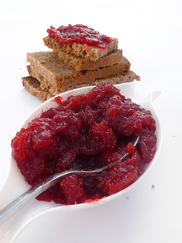 Strawberry jelly spread with cardamom