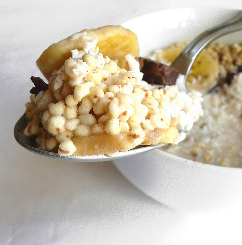 Puffed millet with banana, coconut, dark chocolate and vanilla