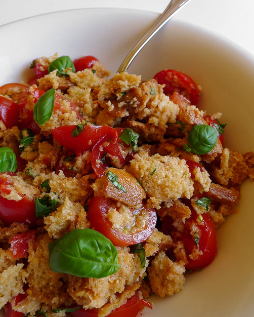 Panzanella with friselle and tomatoes