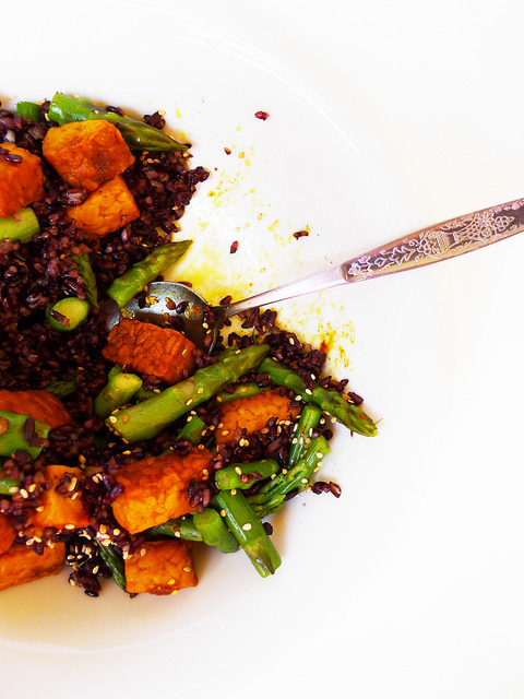 Black Venus rice, asparagus and curried tempeh salad