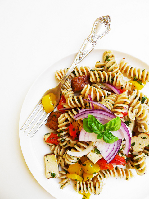 Fusilli, pepper and smoked tofu salad with basil and mint